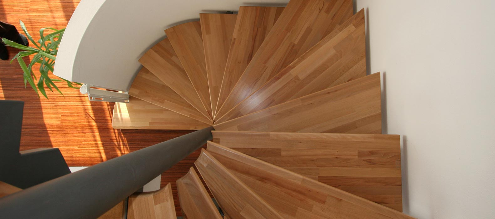 stahlholmtreppen von fhs treppen treppenhersteller f r fachkunden. Black Bedroom Furniture Sets. Home Design Ideas