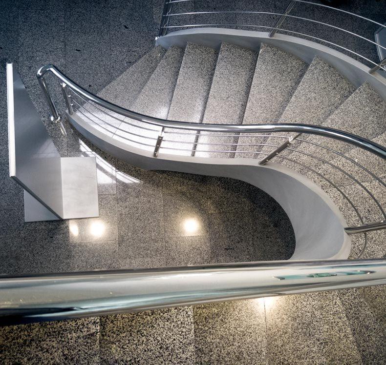 Treppenstufen aus Holz oder Stein von FHS Treppen - fhs ...